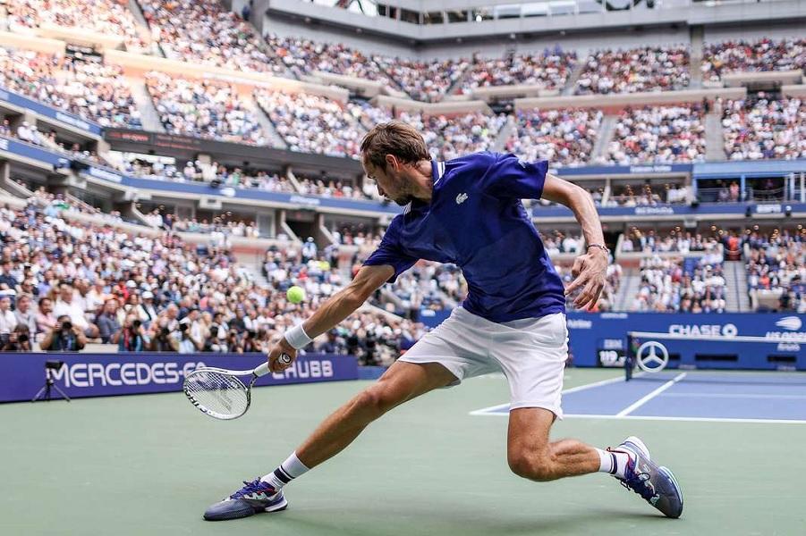Медведев впервые в карьере выиграл турнир Большого шлема