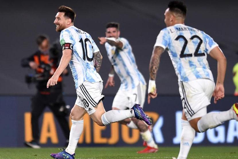 Гол Месси помог Аргентине переиграть Уругвай в матче отбора ЧМ-2022. ВИДЕО