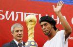Роналдиньо посетил открытие парка Кубка конфедераций в Петербурге
