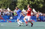 Ветераны сборной России сыграли со звездами мирового футбола на Красной площади