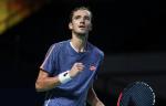 Медведев победил Цонгу и вышел в полуфинал турнира в Роттердаме