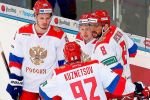 Болельщики развернули десятиметровый флаг России во время матча с Латвией. ВИДЕО