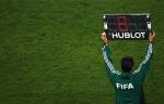 В Румынии футболиста выкинули с поля за затяжку времени (ВИДЕО)