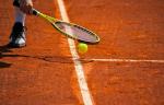 Французский теннисист сшиб болгёрл и получил травму (ВИДЕО)