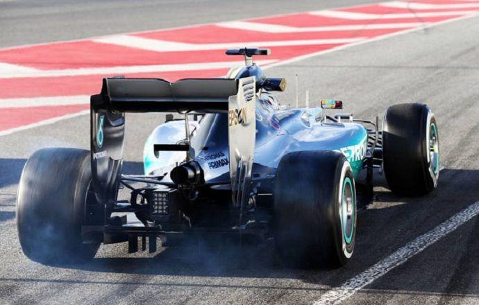 В Mercedes AMG досрочно завершили работу в первый день финальных тестов