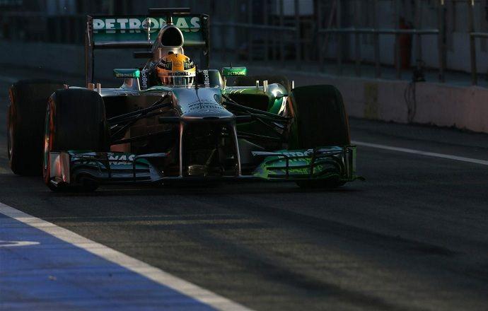 Mercedes - лидер по тестовым километрам