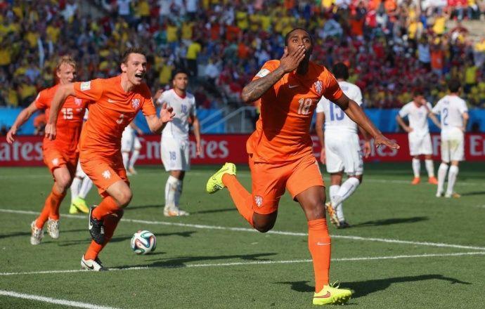 Пользователи соцсетей наказаны штрафом за расизм в адрес голландских футболистов