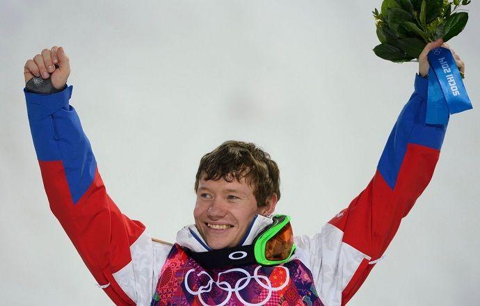 Фристайлист Смышляев завоевал бронзу на этапе КМ в парном могуле