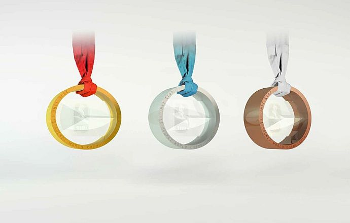 Медаль ЧМ-2015 выполнена в форме шайбы и весит 306 граммов