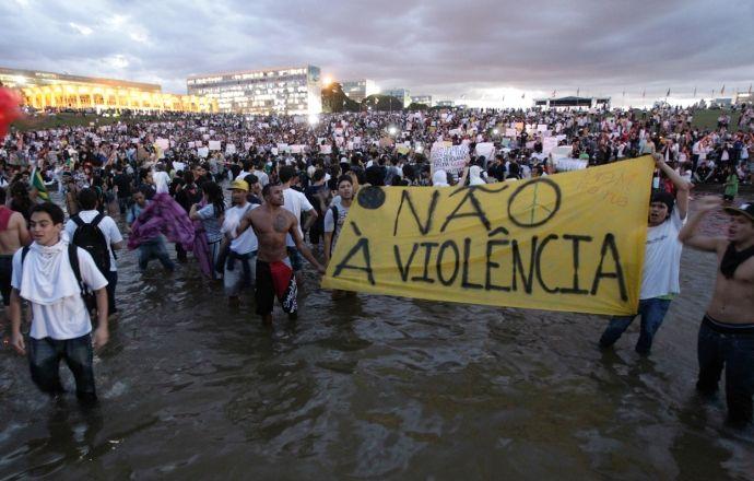 Десять тысяч рабочих на олимпийской стройке в Рио-де-Жанейро начали забастовку