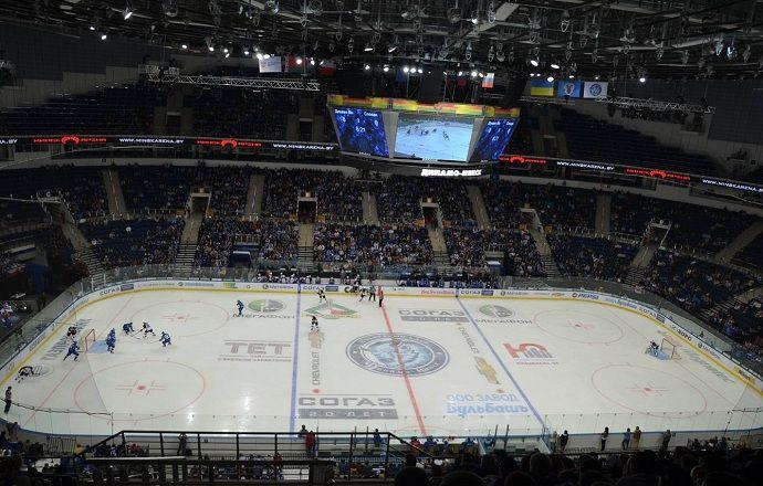 Клубы КХЛ продолжат играть на площадках европейских размеров