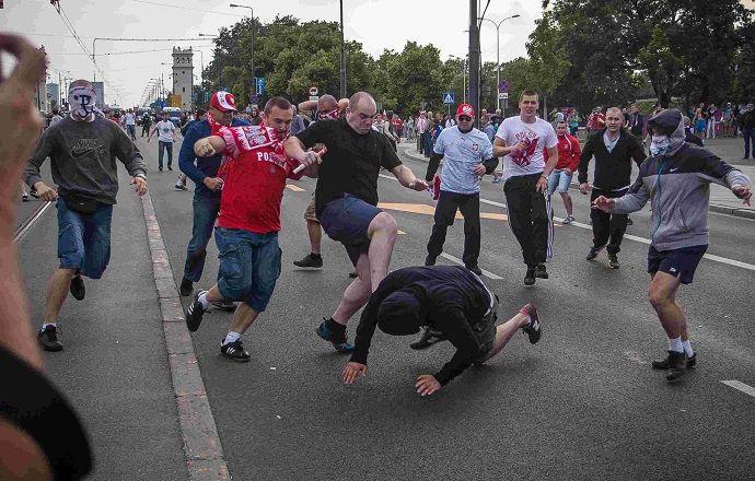 """Польские фанаты напали на болельщиков испанской """"Севильи"""""""
