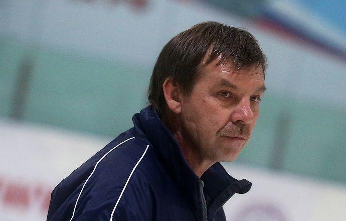 """Олег Знарок: """"Отъезд сразу десятка игроков в НХЛ является для нас серьёзной проблемой"""""""