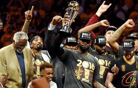 """НБА. """"Кливленд"""" вырвал победу у """"Голден Стэйт"""" в седьмом матче финала и завоевал чемпионское звание"""