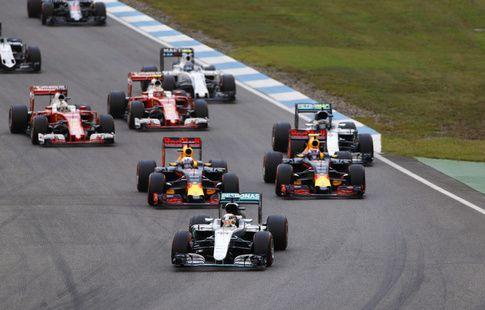 """Хорнер и Вольфф раскритиковали новое правило """"Формулы-1"""" насчёт блокирования"""