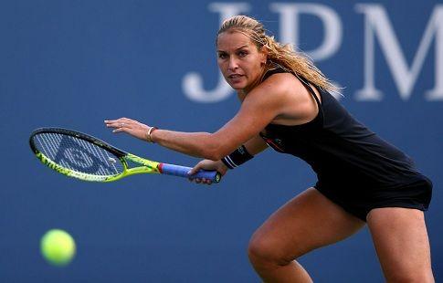 Доминика Цибулкова победила Симону Халеп в матче Итогового турнира WTA