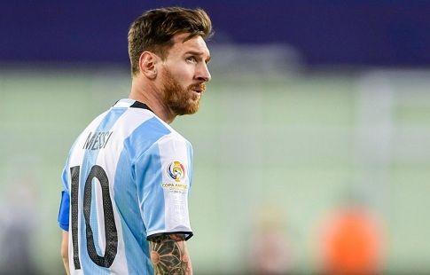 Месси не будет извиняться перед ФИФА за оскорбление помощника судьи