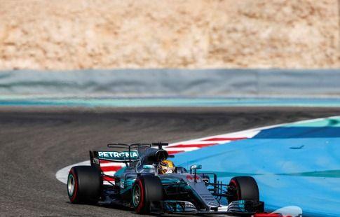 Хэмилтон - лучший на тестах Формулы-1 в Бахрейне
