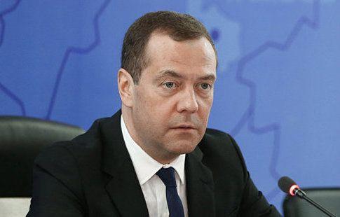 Медведев призвал не снижать темпы строительства спортивных объектов