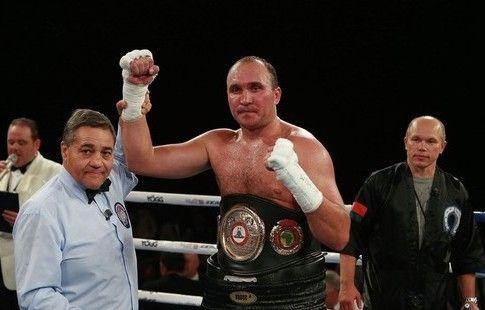 Команда Устинова начала переговоры о проведении титульного боя с Окендо