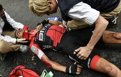 """Ричи Порт сломал ключицу и таз в результате падения на """"Тур де Франс"""""""