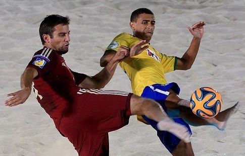 Сборная России по пляжному футболу в экспериментальном составе уступила бразильцам