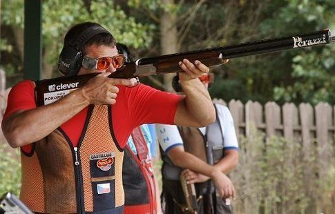 Чех Костелецкий выиграл золото чемпионата Европы по стрельбе в трапе