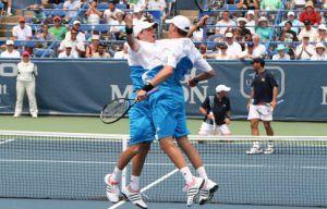 Братья Брайан вышли в финал парного турнира в Атланте