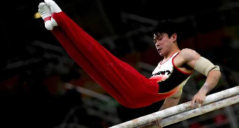 Трехкратный олимпийский чемпион гимнаст Утимура снялся с личного многоборья на ЧМ