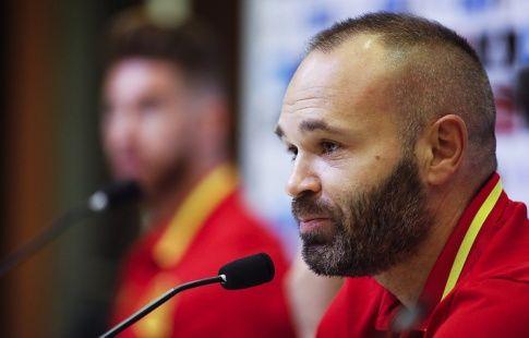 """СМИ: пожизненный контракт с """"Барселоной"""" не запрещает Иньесте покинуть команду"""