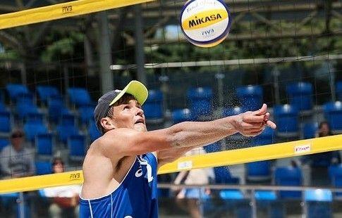 Сиволап и Величко вышли в 1/8 финала этапа Мирового тура по пляжному волейболу