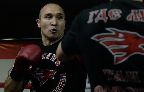 """Хрюнов: """"Шесть спарринг-партнёров помогут Устинову перед боем за титул WBA"""""""