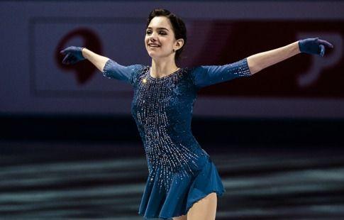 Евгения Медведева выиграла короткую программу, Каролина Костнер - вторая