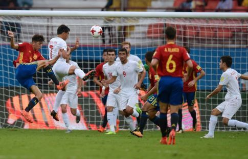 Футболисты сборной Испании победили команду Мали в полуфинале юношеского ЧМ