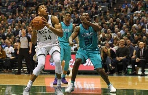 """Адетокунбо – первый в истории НБА со средними показателями """"35+10+5"""" в пяти стартовых играх"""