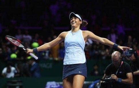 Гарсия одолела Возняцки на итоговом турнире WTA и сохранила шансы на выход в полуфинал