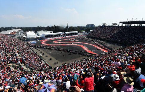 "Пилот команды ""Феррари"" Феттель выиграл квалификацию Гран-при Мексики ""Формулы-1"""