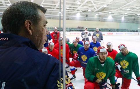 Хоккеисты сборной России тренируются без изменений в звеньях перед игрой с финнами