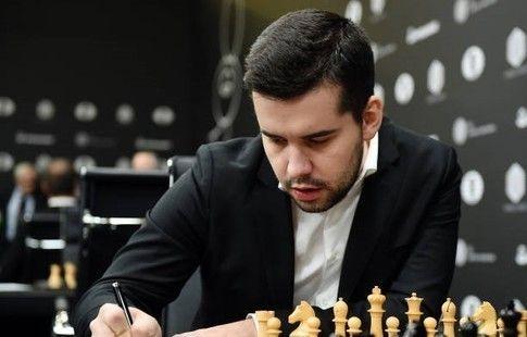 Непомнящий обыграл Карлсена на турнире в Лондоне и стал единоличным лидером