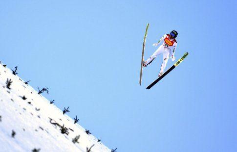 Акито Ватабе из Японии победил на этапе КМ по лыжному двоеборью в Австрии