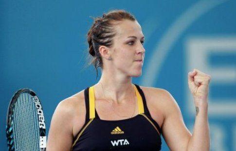 Павлюченкова проиграла Кербер в третьем раунде теннисного турнира в Майами