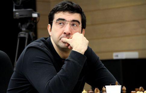 Крамник сыграл вничью с Майером в третьем туре шахматного супертурнира в Дортмунде