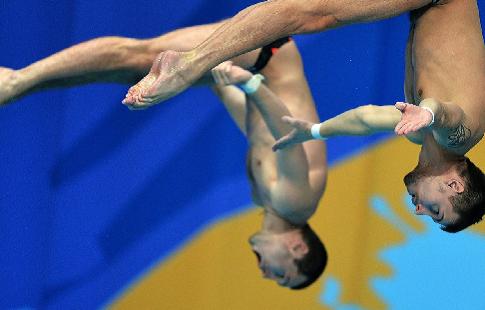 Бондарь и Минибаев выиграли золото в прыжках с вышки на чемпионате Европы