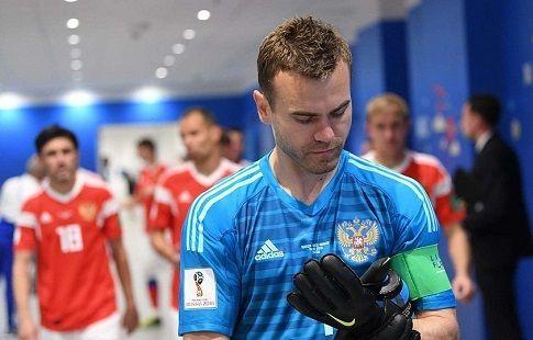 УЕФА поставил Акинфеева в один ряд с Яшиным и Дасаевым