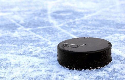 "Итоги дня в НХЛ для россиян: ""-2"" Овечкина, травма Кузнецова, победа Варламова"