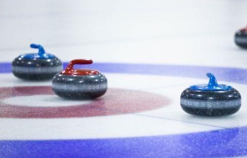 Российские кёрлингистки уступили сборной Канады на этапе Кубка мира в США