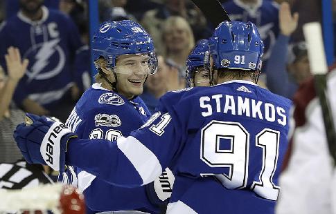 """Стэмкос набрал 700-е очко в НХЛ и стал рекордсменом """"Тампы"""" по хет-трикам"""