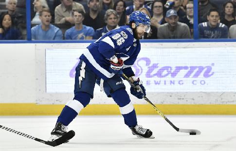 Кучеров вышел на первое место в списке бомбардиров НХЛ