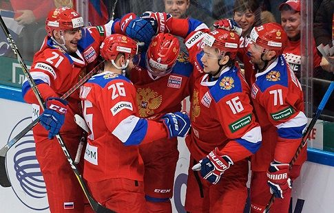 """Россия - Швеция: """"красная машина"""" прибыла на матч в сопровождении полиции и под грохот барабанов. ВИДЕО"""