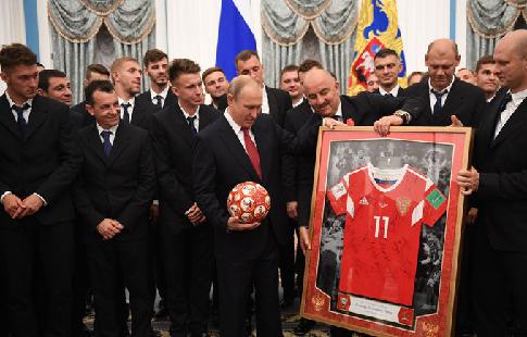 """Слуцкая: """"Путин всё делает правильно"""""""